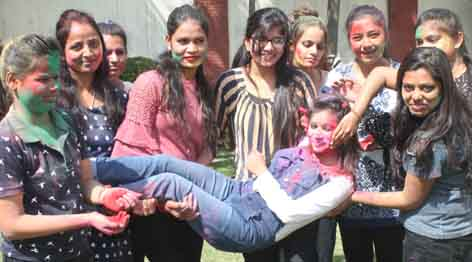 Mourning girls in Holi with color gulas in Faridabad