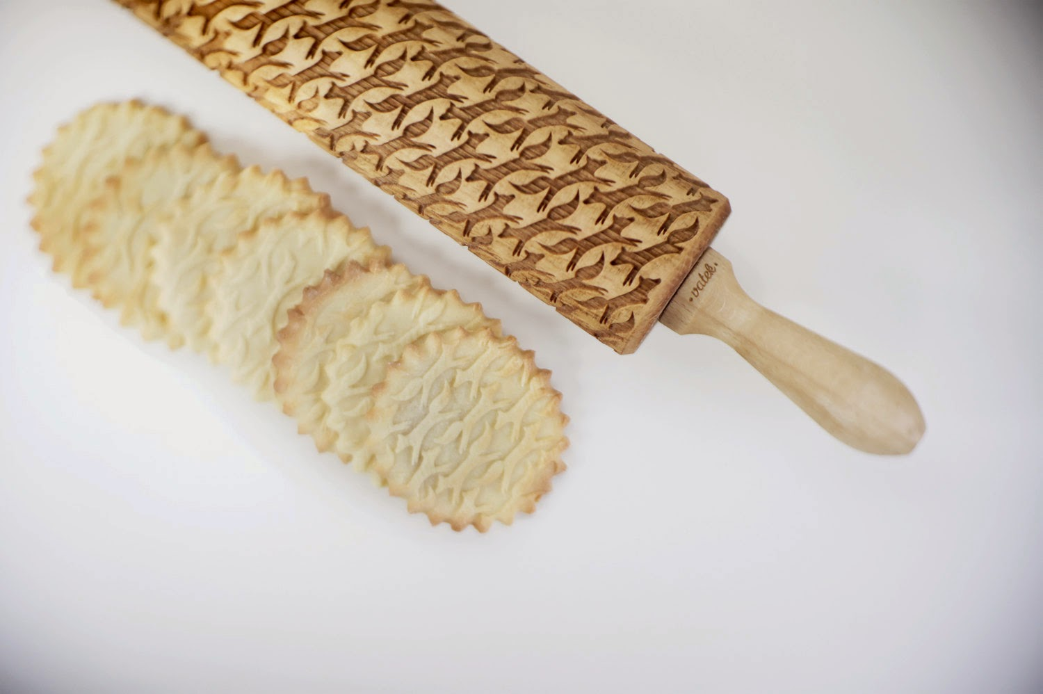 08-Zuzia-Kozerska-Rolling-Pin-for-Food-Stamp-Designs-www-designstack-co