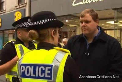 Policía impide predicar en la calle