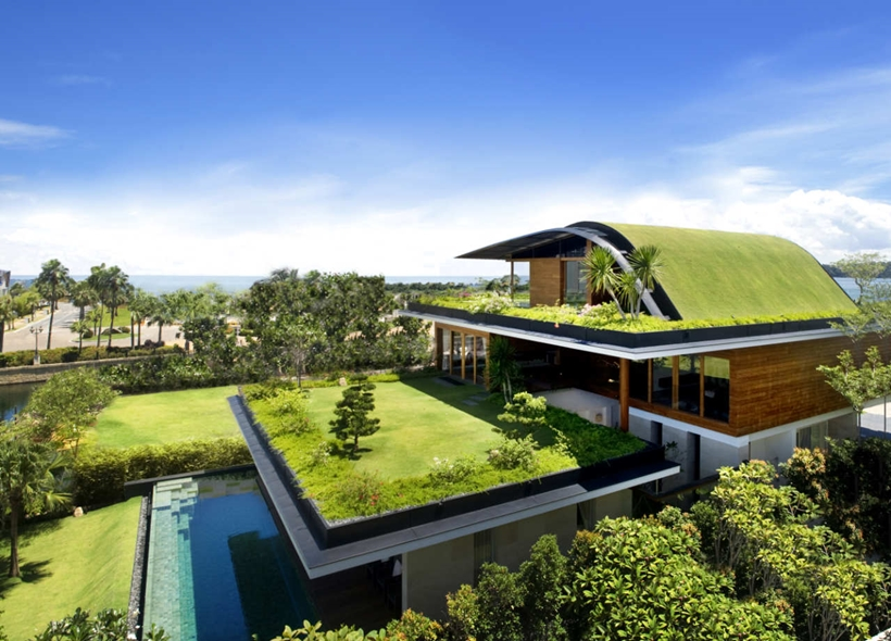 Amazing home with impressive green roof, Singapore