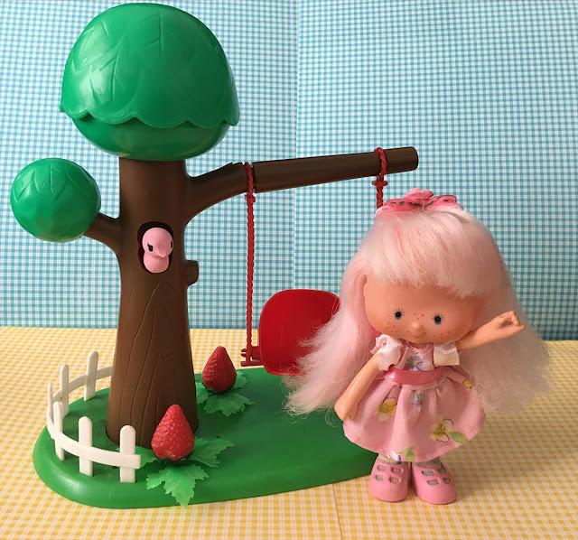 Boneca Rosinha (da coleção Moranguinho) com Balancinho e roupa nova feita à mão