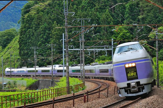 Masinis dan Para Awak Kereta di Jepang BIngung Oleh Pria yang Melompat Ke Tengah Rel Lalu Menghilang
