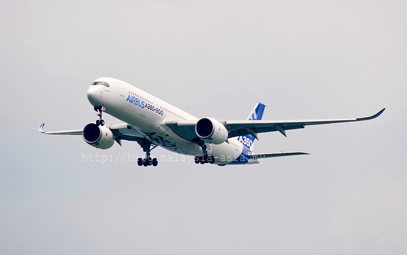 First Flight Airbus A350 XWB Singapore