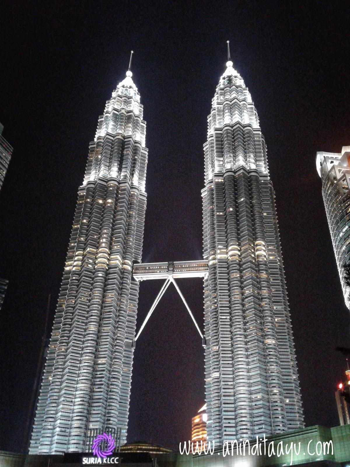 Menara Petronas Kuala Lumpur Malaysia liburan ke luar kota
