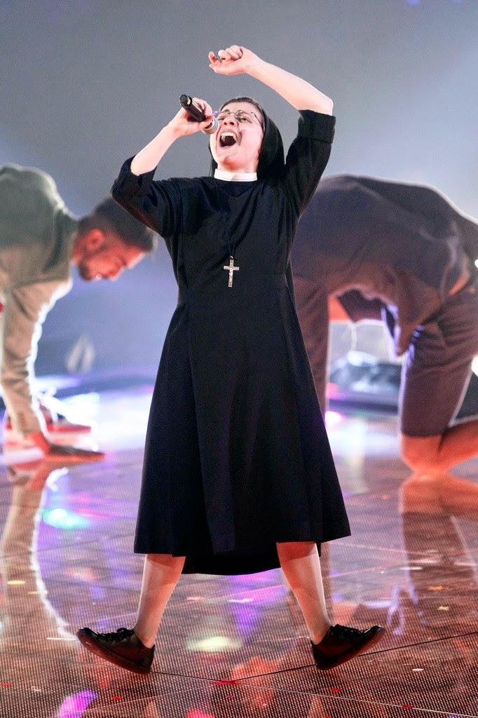 Suor Cristina: é l'abito che fa la cantante