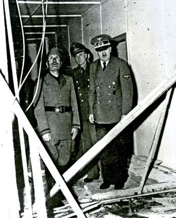 Adolf Hitler (a la derecha) y Benito Mussolini (izquierda)