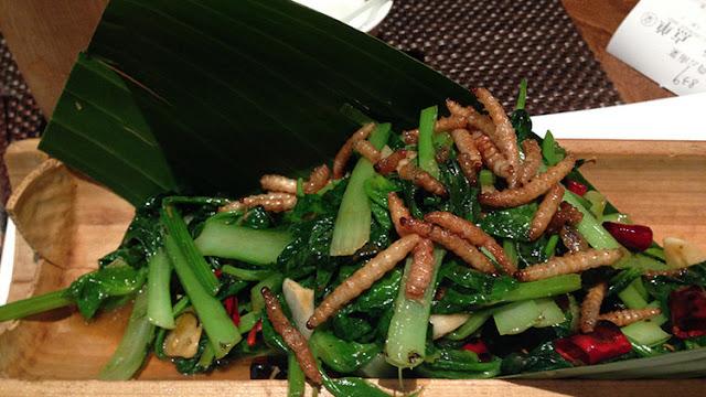 Una empresa china obliga a sus empleados a comer gusanos si no alcanzan los objetivos de venta