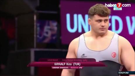 Rıza Kayaalp Avrupa Güreş Şampiyonası'nda  böyle tarih yazdı.