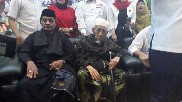 Mbah Moen ke Petani di Tasikmalaya : Saya Bahagia Jika Bapak-Ibu Memilih Jokowi Lagi