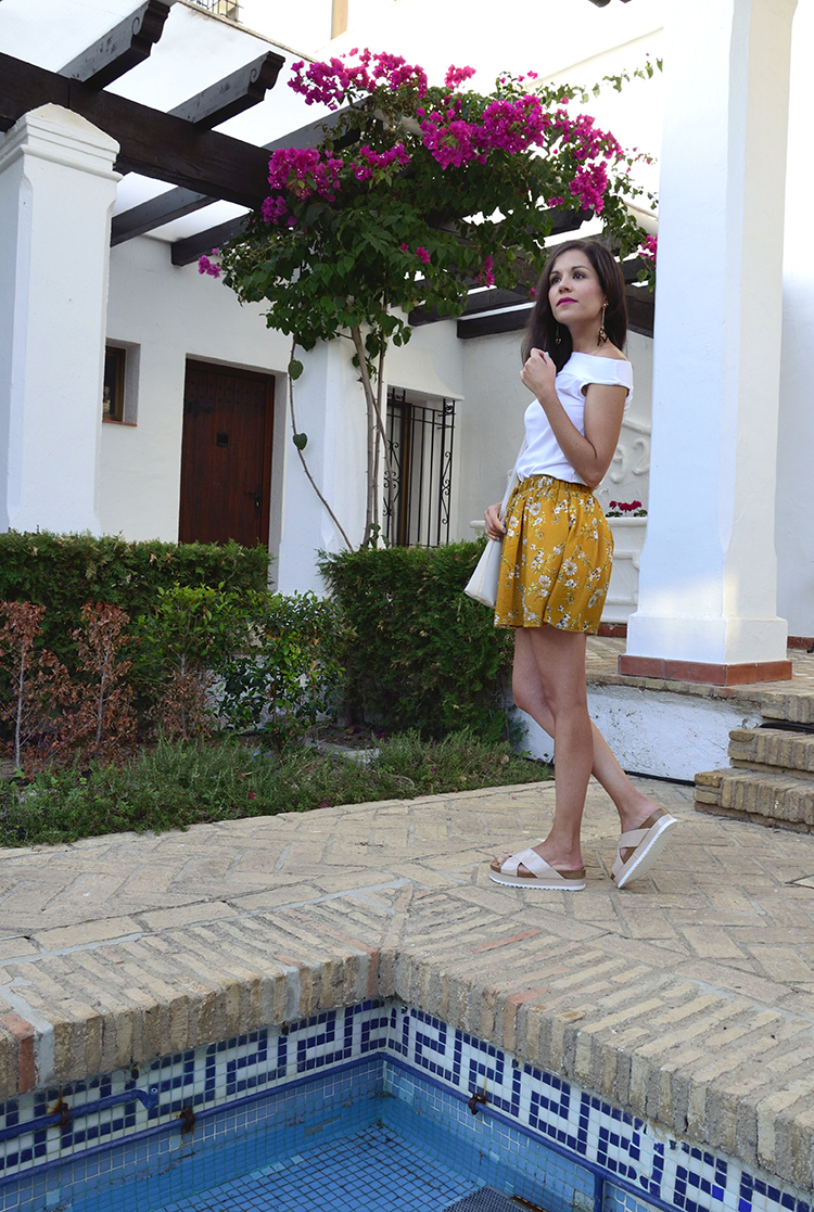 trends-gallery-look-outfit-holidays-flowers-pants-sandals-blogger-ootd