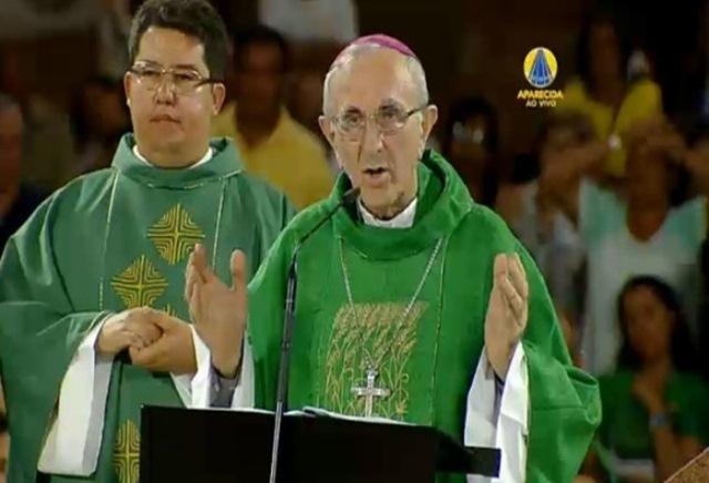 Bispo Dom Armando Bucciol celebra missa no santuário de Aparecida