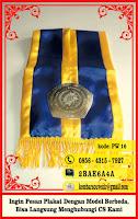 piala kayu, piala trophy, plakat anniversary