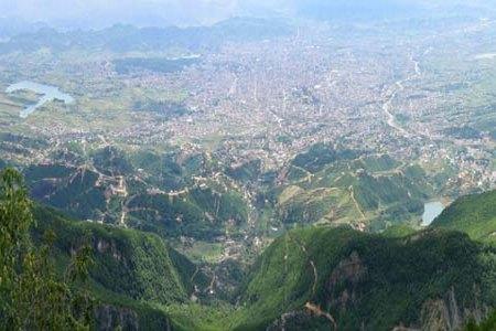 Климат  горной части Албании умеренно континентальный с холодной зимой