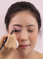 To create depth, apply darker shade on inner lid to outer corner.