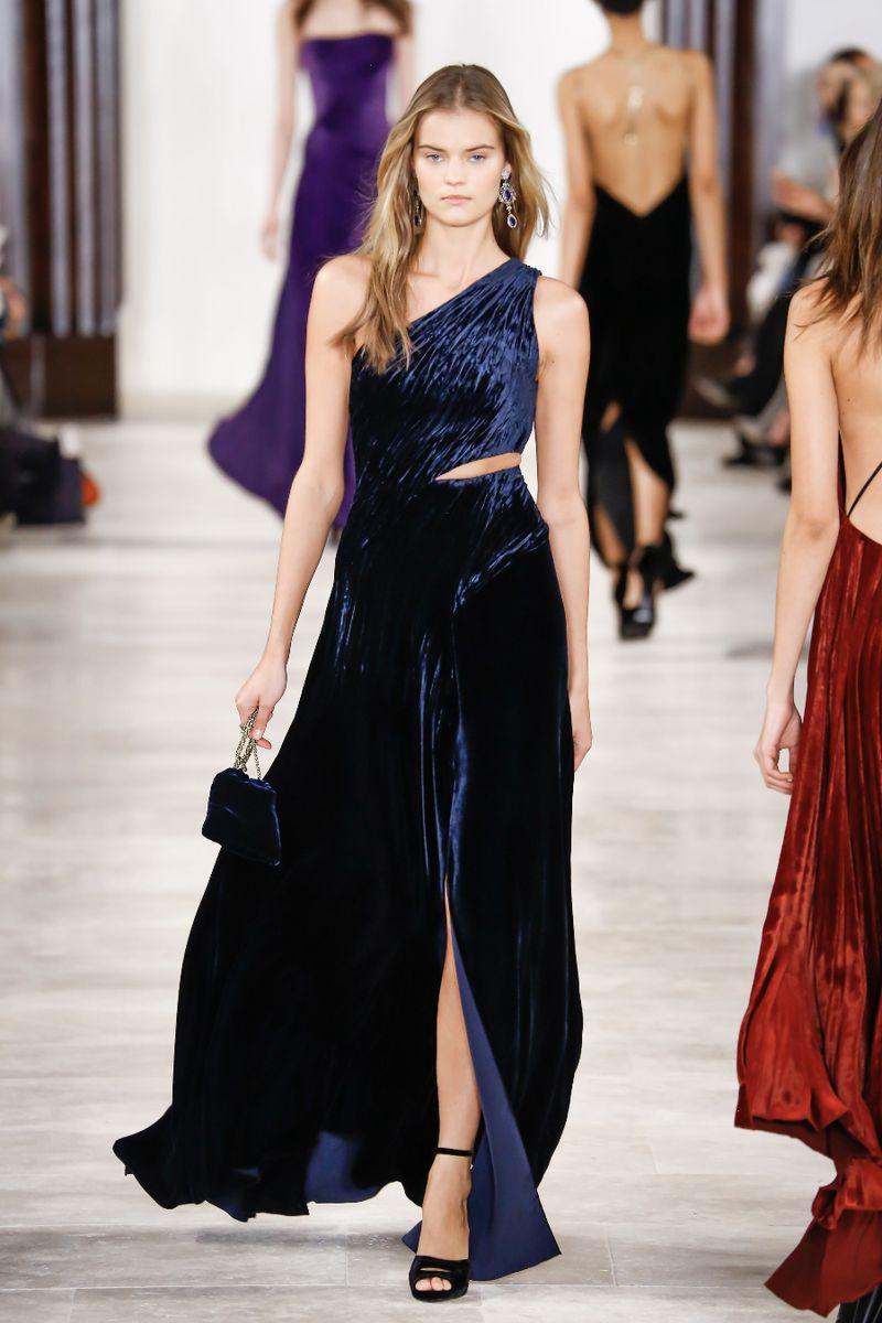 477cc2f51 شاهدي اخر صيحات الموضة من فساتين السهرة لتتميزي باطلالة خلابة في السهرات و  المناسبات