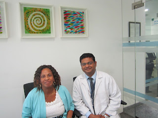 happy-patient-with-surgeon