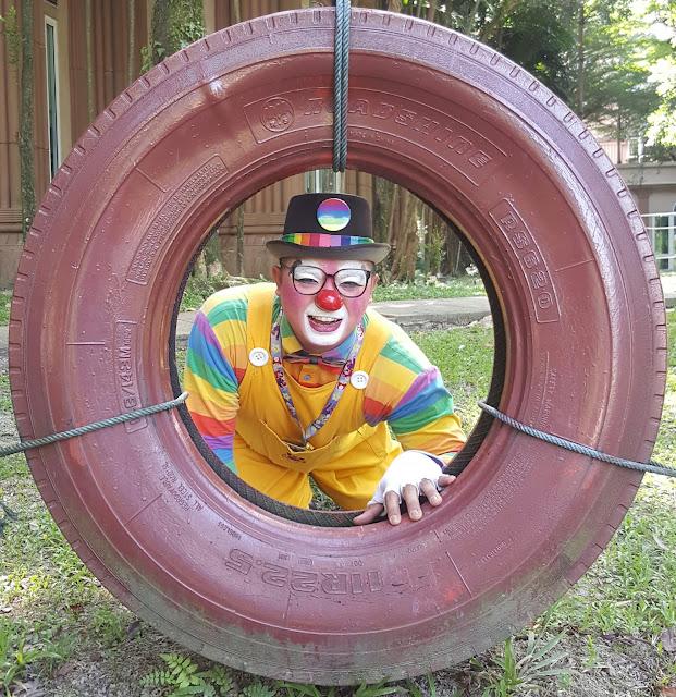 balloon clown, magical clown, baut buat magic dan balon