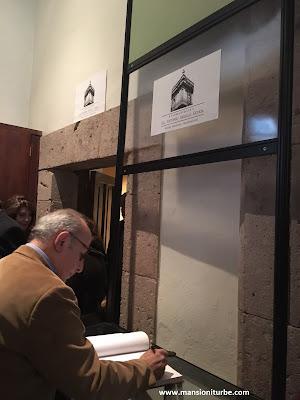 Firma de Libro de Visitantes Distinguidos por parte de Diego Prieto Hernández Director del INAH