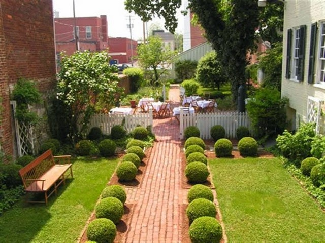 Home Gardens Decorating In The Narrow Yard