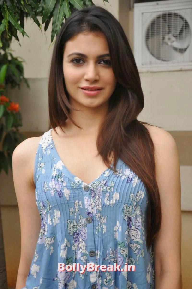 , Actress Simran Kaur Mundi Latest hot Photoshoot Pics in Jeans