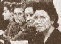 Las ajedrecistas Glòria Velat, Dolors Camats, Eustòlia Embaeff y Sofía Ruiz