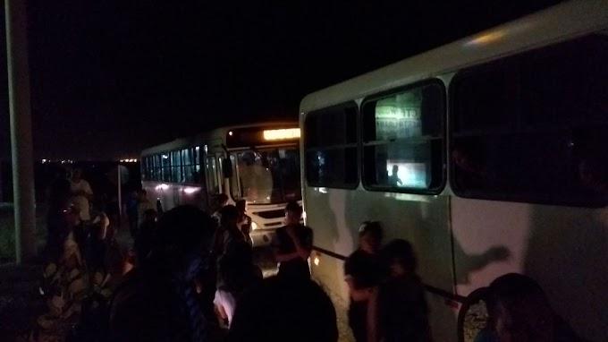 Ônibus com alunos universitários de Ipu é assaltado, bandidos obrigam motorista dirigir por quase 18km