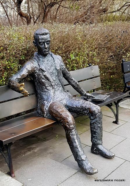 Warszawa Warsaw brąz rzeźba kampus główny Uniwersytet Warszawski ławeczka