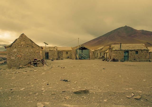 imagenes de pobreza, casas solitarias en las montañas,