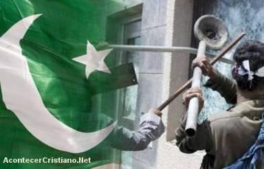 Musulmanes destruyen iglesia en Pakistán