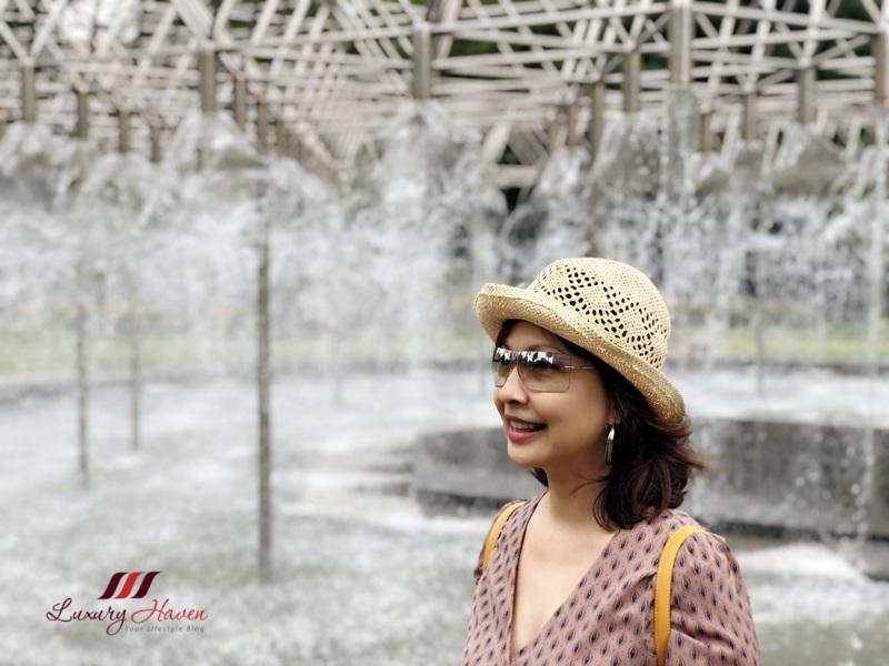 singapore travel blogger parliament gardens coles fountain