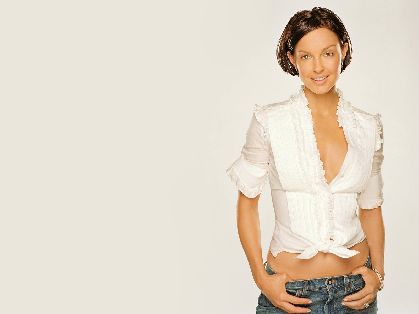 Ashley Judd Hot Pictures, Photo Gallery & Wallpapers