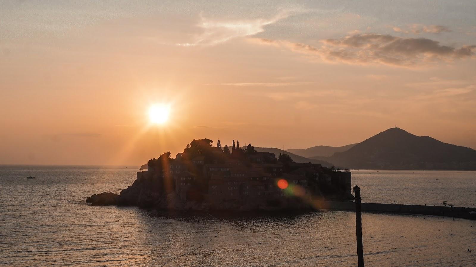 Sveti Stefan auringonlasku