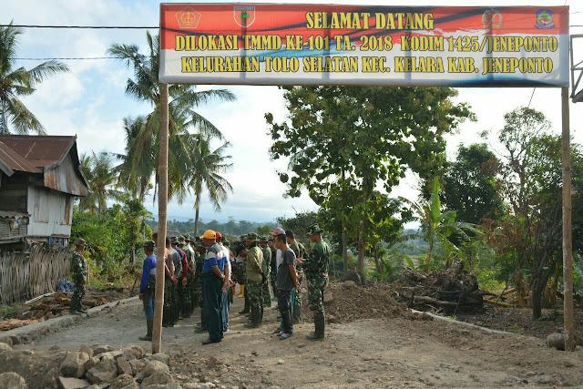Ratusan Warga Menyatu TNI Polri di TMMD Jeneponto