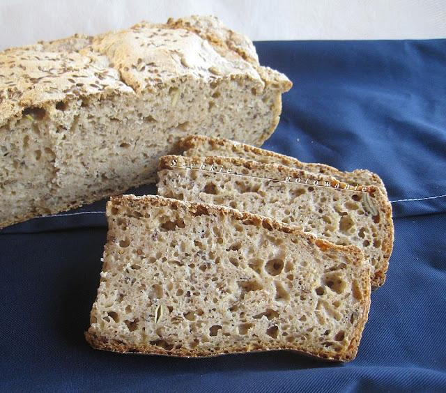 Chleb pszenno-żytni na zakwasie, z płatkami owsianymi