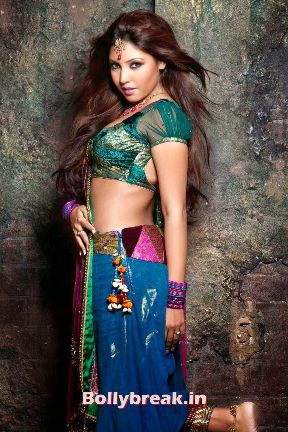 , Komal Jha New Photoshoot in Saree