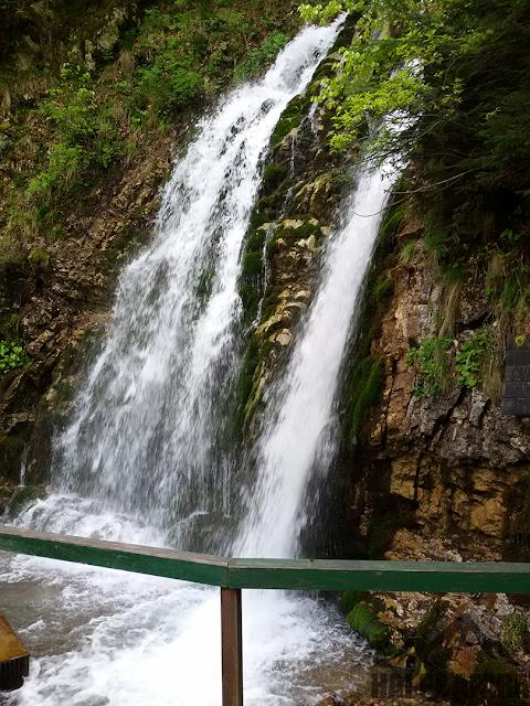 Cascada Urlătoarea