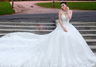 Luxurious Sweetheart Cathedral A-Line Train Lace Bowknot Wedding Dress with affordable price & free shipping...