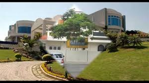 Charmant It Is Said That The Land Itself Costs 9 Crores And A Hill Is Bought By Him  For The House. Interior Of This House Itself Cost Crores.