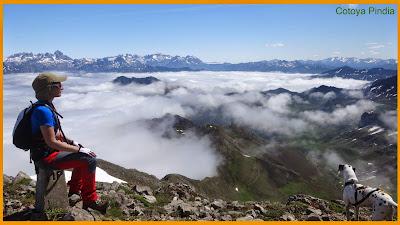 En la cima de Pileñes mirando a los Picos de Europa