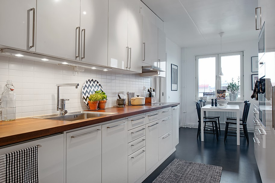 Minimalistyczne mieszkanie w stylu skandynawskim - wystrój wnętrz, wnętrza, urządzanie domu, dekoracje wnętrz, aranżacja wnętrz, inspiracje wnętrz,interior design , dom i wnętrze, aranżacja mieszkania, modne wnętrza, styl skandynawski, scandinavian style, biała wnętrza, minimalizm, kuchnia