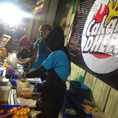Maniak Makan-Cakar Dheer, Street Food di Jalan Slamet Riyadi, Solo