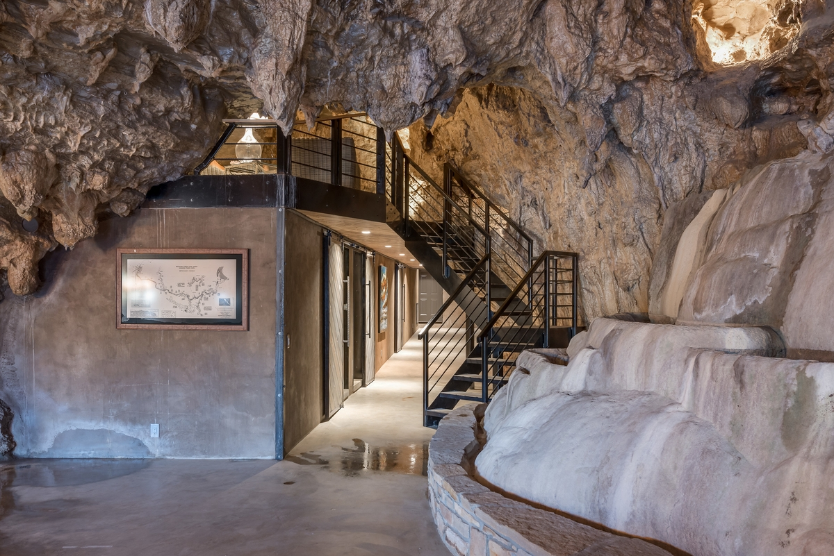 09-The-Beckham-Creek-Cave-Home-in-the-Ozark-Mountains-www-designstack-co