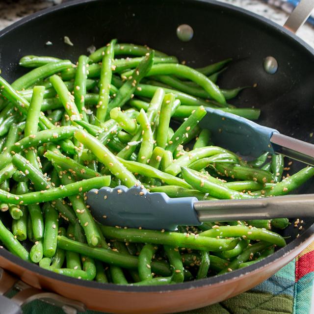 https://www.hwcmagazine.com/recipe/garlicky-sesame-stir-fried-green-beans/