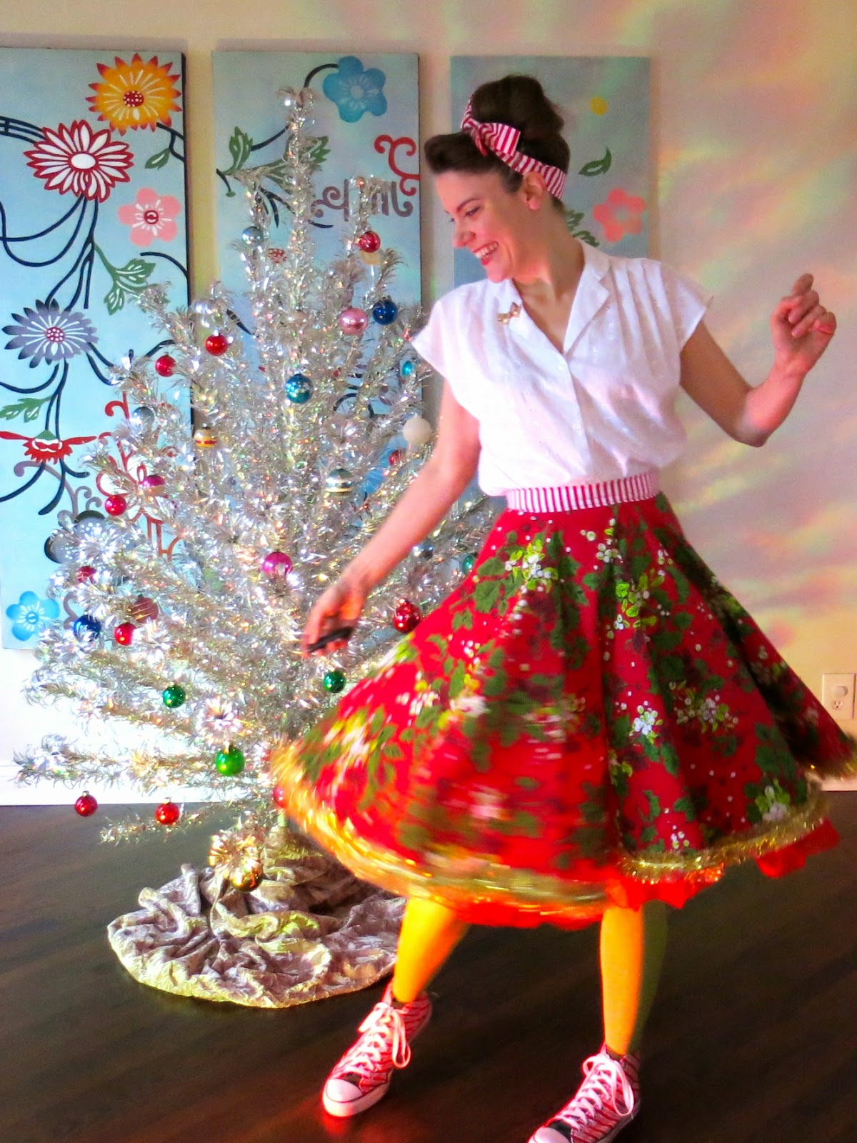 Cassie Stephens: DIY: Christmas Tablecloth to Lady Skirt