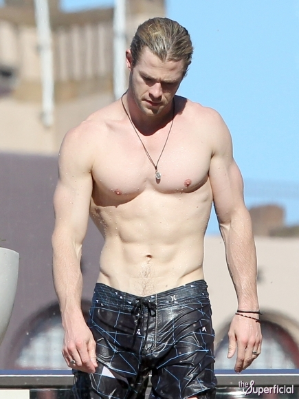 Chill Out: Shirtless Chris Hemsworth a.k.a Thor (5 Pics)