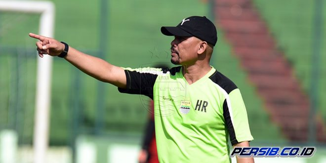 Herrie Setyawan Kembali Memimpin Latihan Persib Bandung