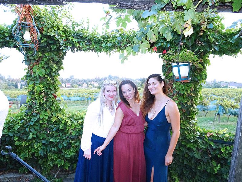 Badacsony_Wedding_Szeremley_Borhaz_Outfits