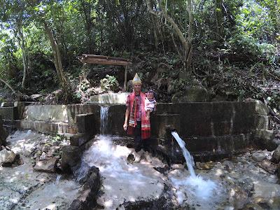 7 Sumber Mata Air keluar dari batu