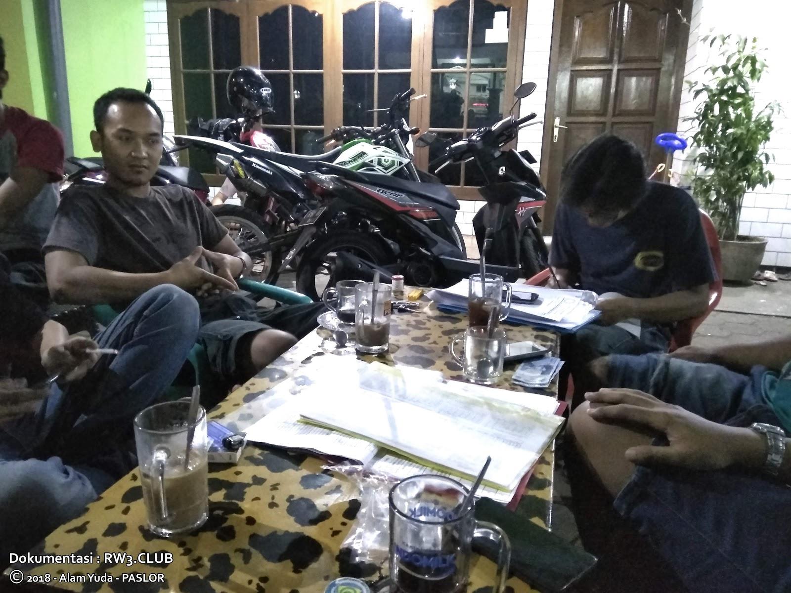 Jajang Supriyatna, Saiful Annas - Pengurus Komunitas Pemuda-Pemudi RW-3 NgoPi di Angkringan