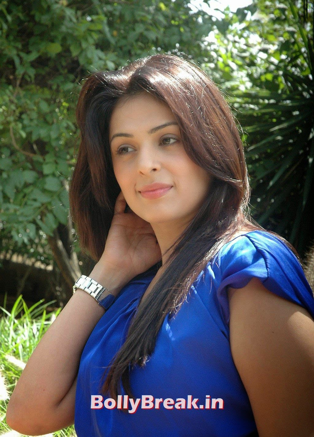 Actress Anjana Sukhani Photo Gallery, Anjana Sukhani Latest Pics in Blue Top & Jeans